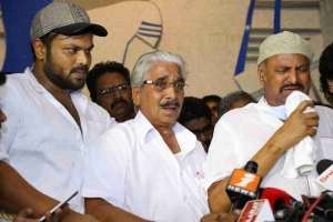 Celebrities pay tributes to Dasari