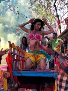 Heena Panchal Item Number- Kombada Song