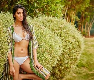 Pooja Hegde Hot Pics.