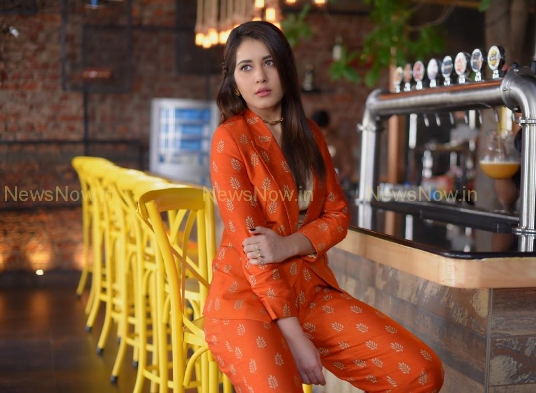 Raashi Khanna Latest Pics.